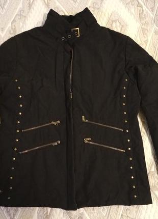 Черная короткая куртка на змейке,  курточка