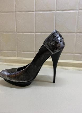 Продам туфли mcqeen