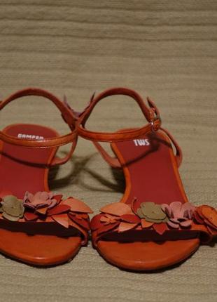 Утонченные фирменные кожаные  босоножки кораллового цвета camper tws испания 39 р.