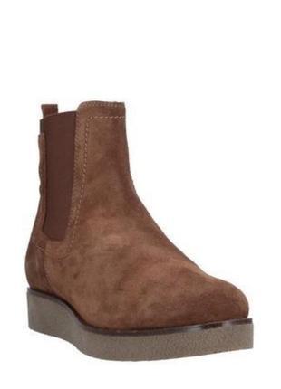Крутейшие замшевые челси от известного испанского бренда обуви unisa