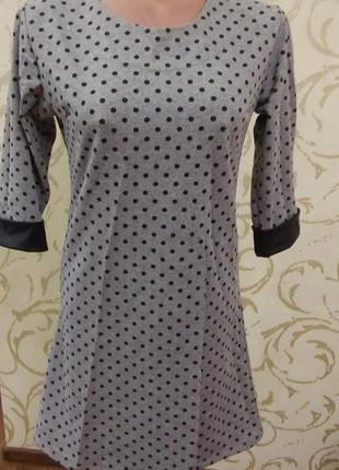Платье в горох теплое свободного кроя в горошек с вставками кожзама