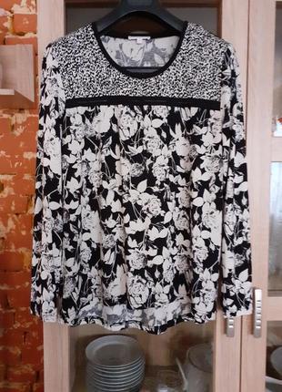 Эффектная чёрная в белые цветы блуза charles voegele большого размера