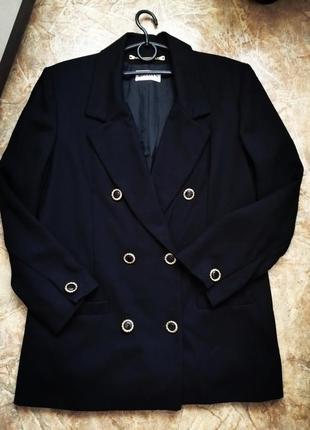 Актуальный пиджак 100% шерсть с красивыми пуговицами р. 18