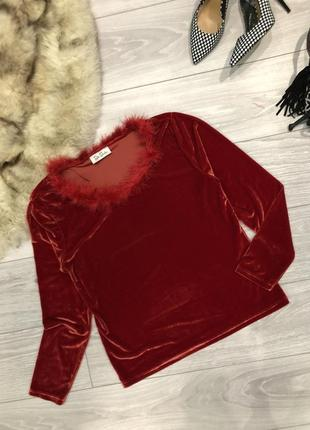 Красная велюровая кофта с пушком бордовая