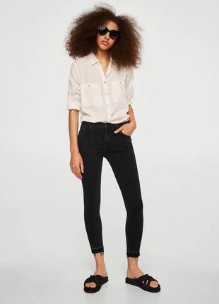 Черные джинсы от mango, низ обрезан, 36р, оригинал, испания
