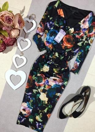 Новое!!! шикарное брендовое платье по фигуре с три d рисунком.