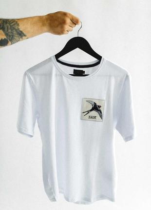 Белая футболка talk с патчем-нашивкой