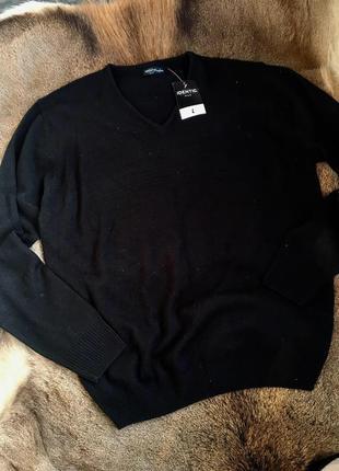 Чорный свитер