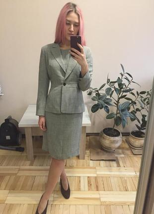 Базовый деловой костюм пиджак и платье английская клетка