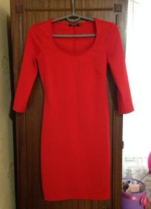 Платье классическое красное