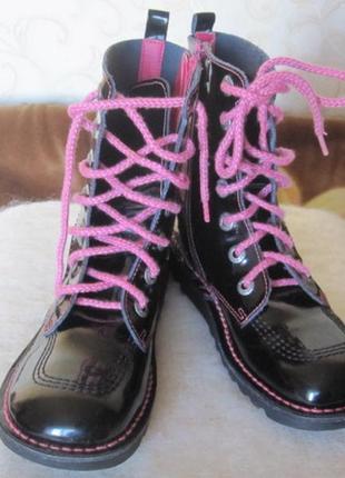 Отличные ботинки из натуральной лаковой кожи ,франция kickers