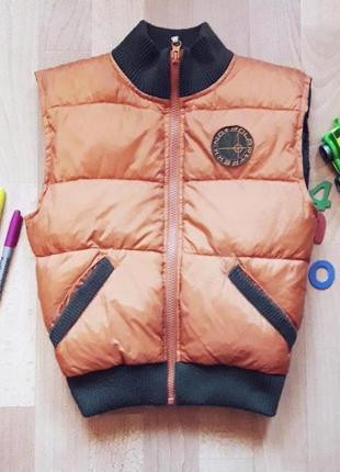 Зимняя жилетка для мальчика