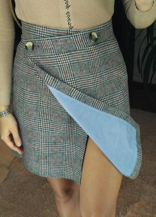 Шикарная ассиметрична твидовая шерстяная юбка в клетку на запах на пуговицах