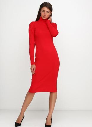 Мега-стильное кашемировое платье-водолазка красного цвета