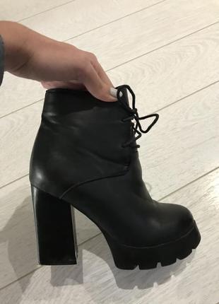 Ботинки кожаные на грубой тракторной подошве демисезон