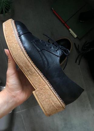 Трендовые туфли оксфорды, лоферы на платформе lost ink
