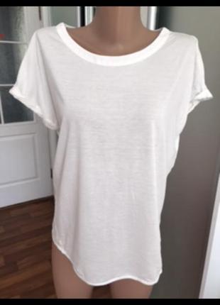 Белая базовая футболка большого размера с красивой спинкой