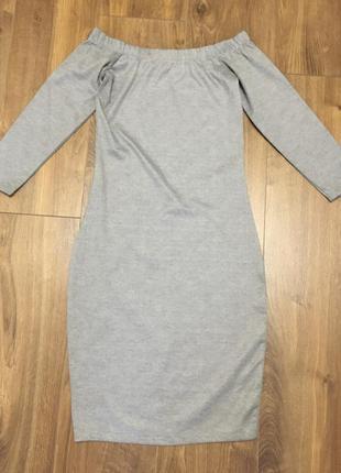 Серое платье с открытыми плечиками