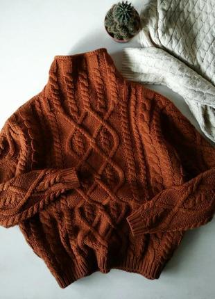 Коричневый кирпичный объемный свитер оверсайз крупной вязки  с узором косы