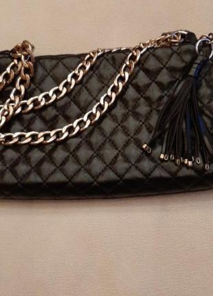 Черная сумка с цепочкой