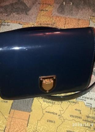 Стильная лаковая тёмно синяя сумка на длинном ремешке, сумочка через плечо, кросс боди