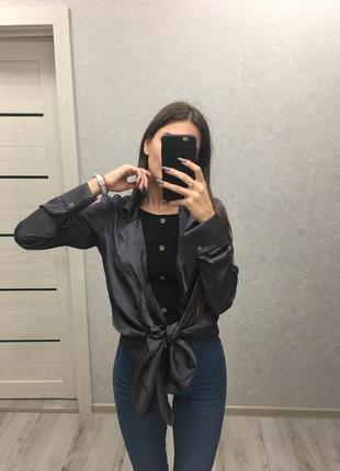 Тёмная рубашка