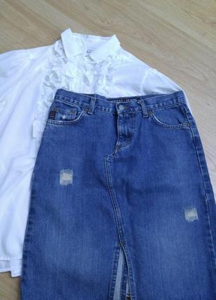 Джинсовая юбка с разрезом