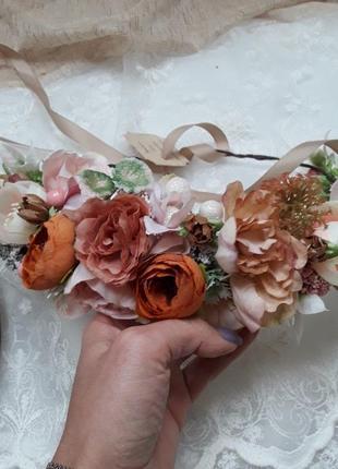 Венок на голову с цветами. обруч