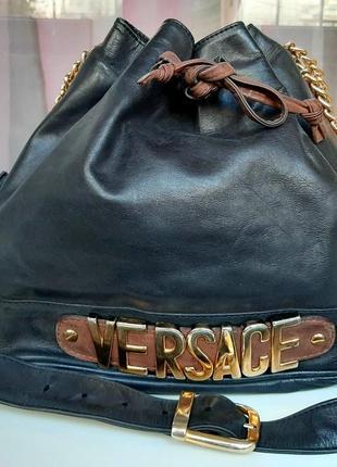 Стильная кожаная сумка-мешок versace(vintage)