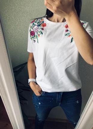 Шикарная белоснежная футболка zara с вышивкой м
