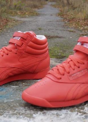 Яскраві кросівки reebok classic f/s hi spirit