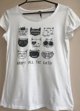 Белая футболка с котиками sinsay