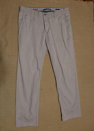 Классные узкие фирменные брюки светло-серого цвета  alberto германия 34/32.