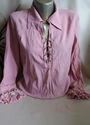 Блузка с кружевом и шнуровкой