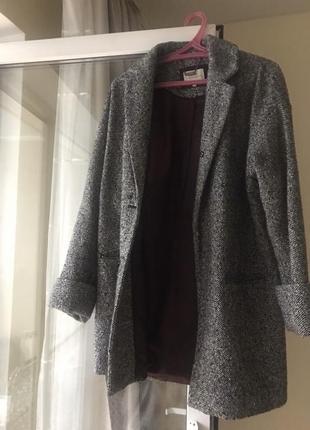 Стильное пальто свободного кроя