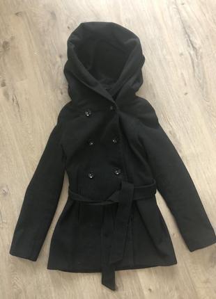 Демисезонное пальто с больным капюшоном кашемировое