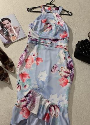 Стильное платье размер l маломерит