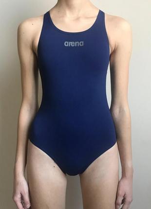 Темно-синий спортивный купальник для бассейна arena