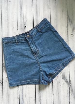 Завышенные джинсовые шорты высокая посадка