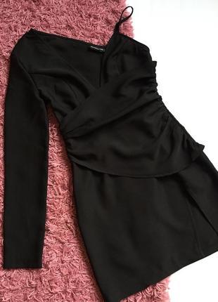 Шикарное вечернее платье с одним рукавом
