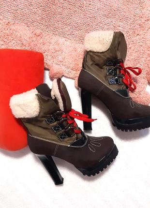 Крутые зимние полуботинки / сапожки на меху на высоком каблуке и тракторной подошве