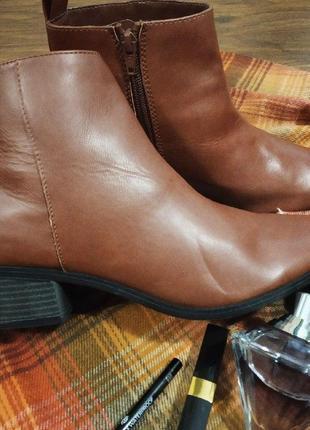 Ботинки на низком каблуке.демисезонные ботинки. женские стильные ботильоны