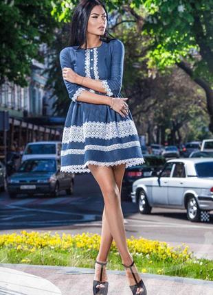 Платье повседневное нарядное темно-синие с белым кружевом под деним