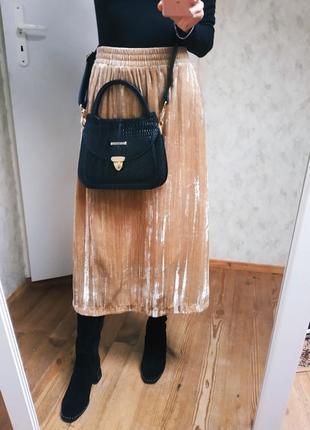 Шикарная бархатная миди юбка цвета беж с отливом.
