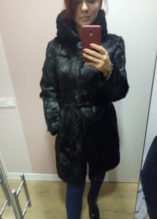 Шуба черная (бобер) с капюшоном