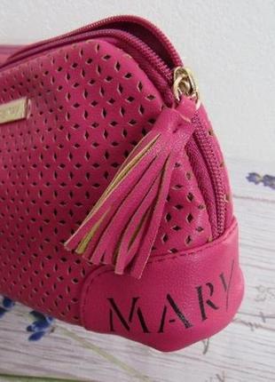 Малиновая косметичка, перфорированная исскуственная кожа мери кей mary kay