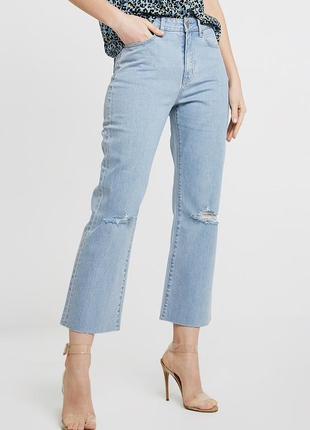 Стильные mom-джинсы клёш