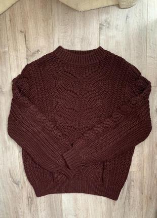 Объёмный вязаный свитер, крупной вязки