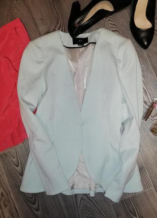 Красивенный топовый пиджак нежного мятного цвета для делового гардероба