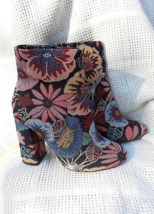 Ботинки сапоги ботильоны ботиночки вышивка гобелен в цветы цветные тканевые zara 38
